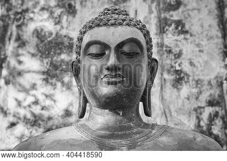Phayao, Thailand - Dec 6, 2020: Front Black And White Headshot Buddha Statue On Concrete Background