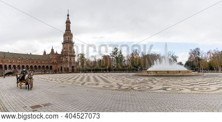 Seville, Spain - 10 January, 2021: Coachman With Horse And Buggy And Face Mask Waits For Tourists At
