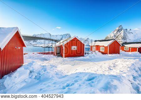 Fabulous Winter View On Hamnoy Village And Bridge To Olenilsoya Island. Popular Tourist Destination