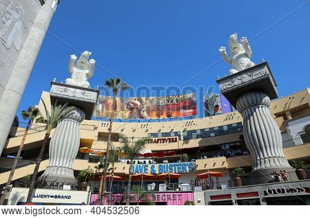Los Angeles, Usa - July 10, 2017: Hollywood And Highland Complex With Shops And Restaurants In Los A