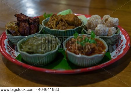Hors D'oeuvres Of Northern Traditional Thai Food (hors D'oeuvres Muan) - Signature Northern Thai Foo