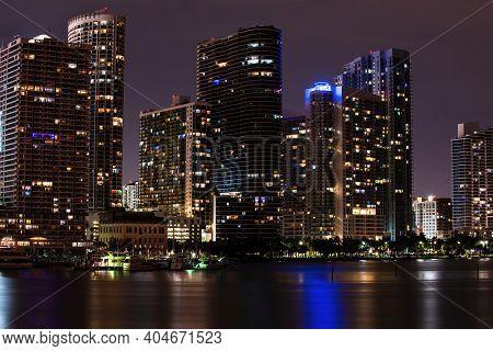 Miami, Florida, Usa Skyline On Biscayne Bay, City Night Backgrounds. Skyline Of Miami Biscayne Bay R