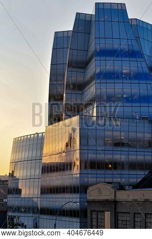 New York, Ny - July 28, 2010: The Iac Building From The Highline. It Is The Frank Gehry Designed Hea