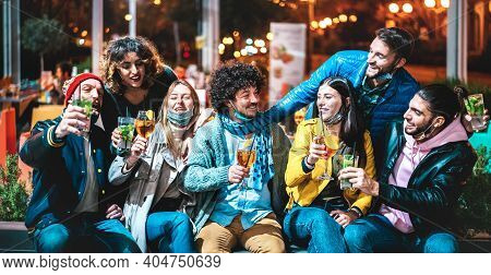 People Drinking Spritz And Mojito At Cocktail Bar Wearing Open Face Mask - New Normal Friendship Con