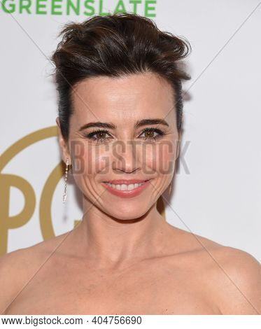 LOS ANGELES - JAN 19:  Actress Linda Cardellini arrives for the 30th Annual Producers Guild Awards on January 19, 2019 in Beverly Hills, CA