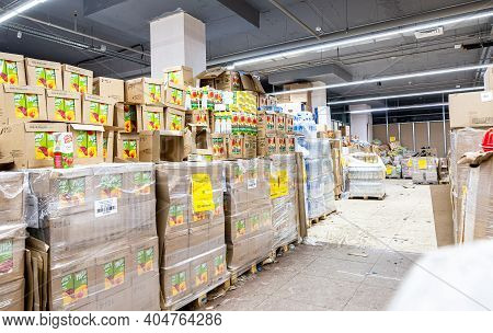 Samara, Russia - January 2, 202: Interior Of The Retail Discounter Svetofor. One Of Retail Warehouse