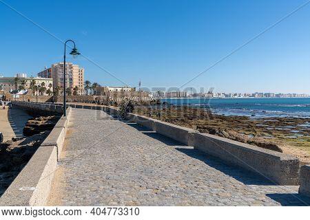 Cadiz, Spain - 16 January, 2021: View Of The Town Of Cadiz And The Paseo De Fernando Quinones Walkwa