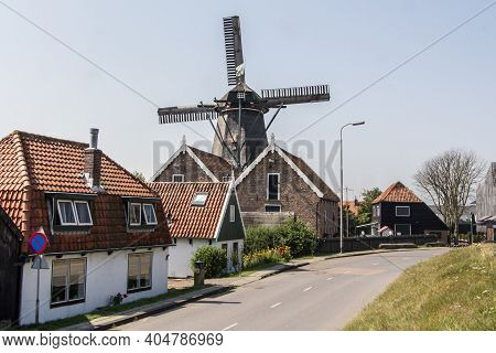 Texel, Netherlands - August, 2013: Village Oudeschild With A Row Of Trraditional Fisherman Houses On