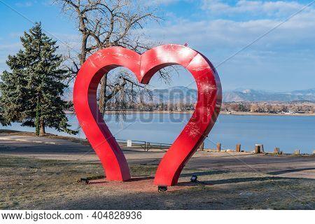 Loveland, Co - November 26, 2020: The Loveland Heart Sculpture Along The Shoreline Of Lake Loveland