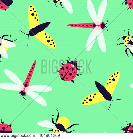 Close-up Seamless Pattern With Insects - Butterfly, Bumblebee, Dragonfly, Ladybug On A Green Backgro