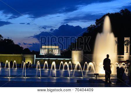 Washington DC - World War II Memorial and Lincoln Memorial at night
