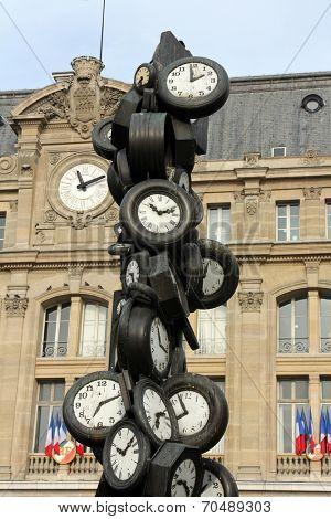 PARIS - NOVEMBER 09: L'Heure de Tous monument, Saint-Lazare train station in Paris November 09, 2012 in Paris, France.