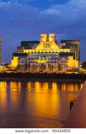 Sis Building In London At Night