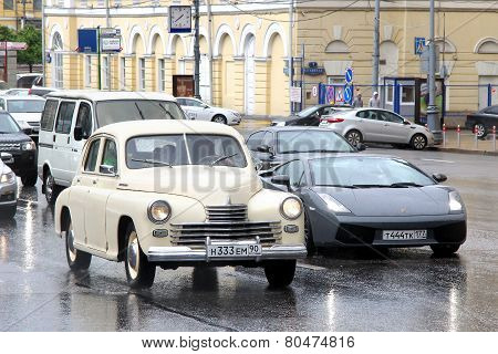 Gaz-20 Pobeda And Lamborghini Gallardo