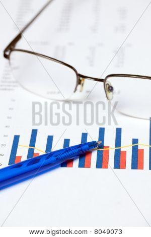 finanzielle Graph und Stift