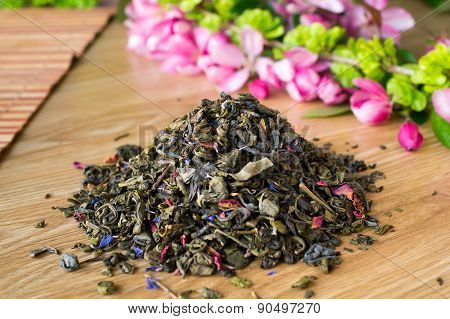 Blend Of Green Tea On A Table With Colours4.