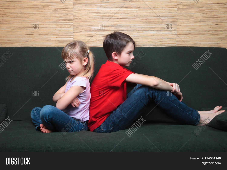 Сестра возбудила своего брата и его друга, Сестра возбудила брата и трахалась с ним - порнофаза 15 фотография