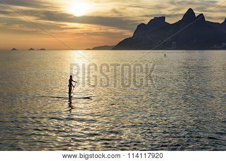 Stand up paddle at Arpoador beach