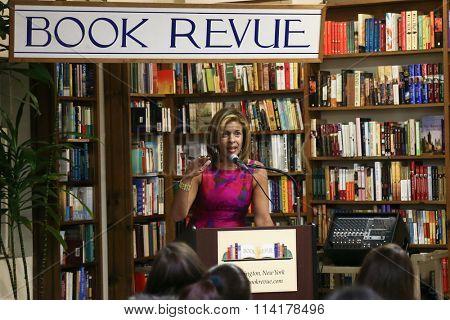 HUNTINGTON, NY-JAN 8: TV personality Hoda Kotb speaks at her book signing of