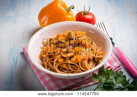 pasta with mussel capsicum and tomato sauce