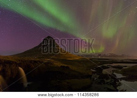 Beautiful northen lights over Kirkjufell mountain in Iceland