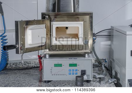 Dental preheating furnace for all kinds of casting molds. poster