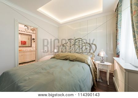 Luxurious Double Bedroom With King Size Bed
