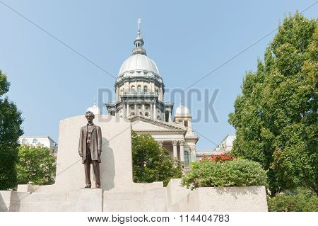Springfield Illinois Usa Statue  In Front Of The State Capitol Building