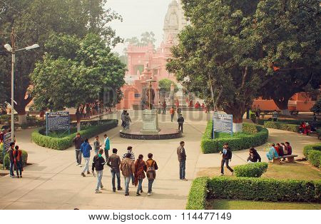 Students Go To Campus Through The Park Of Bannares Hindu University