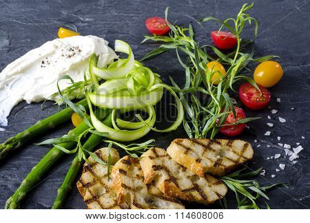 Colorfull Deconstructed Vegeterian Crostini Salad