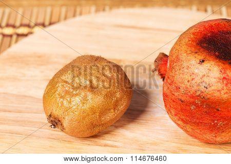 Bad kiwifruit and pomegranate