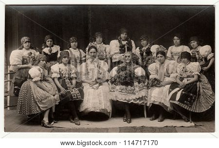 Vintage photo shows girls in folk costumes