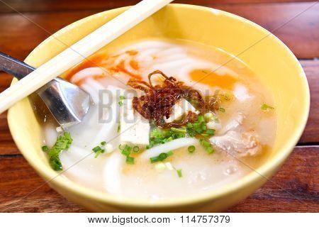 Vietnamese Rice Jub ,vietnamese Noodle Soup , Pork Spare Ribs Rice Noodles Soup