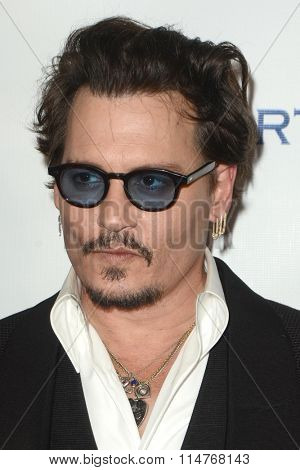 vLOS ANGELES - JAN 9:  Johnny Depp at the The Art of Elysium Ninth Annual Heaven Gala at the 3LABS on January 9, 2016 in Culver City, CA