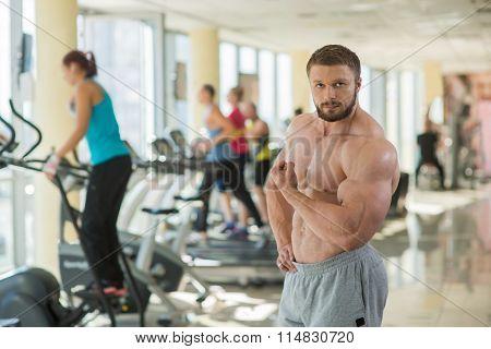 Muscular man in gym.