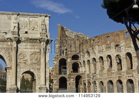 Arch Of Constantine And Colosseo