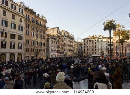 Crowd Of People In Piazza Di Spagna Square In Rome