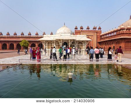 Fatehpur Sikri, India-november 9: Unidentified People Stand In Front Of Salim Chishti Tomb At Jama M
