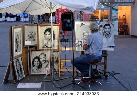 Cap D'agde, Herault, France - August 30 2017: A Street Artist Working In Charcoal And Chalk Draws A