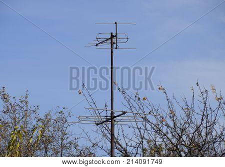 Aluminum Antennas For Receiving A Television Signal In The Meter And Decimeter Range.