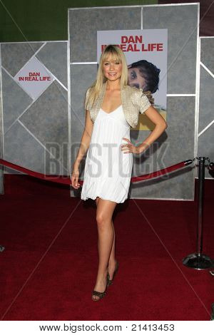 LOS ANGELES - OCT 24: Katrina Bowden at the world premiere of 'Dan In Real Life' at the El Capitan Theater in Hollywood, Los Angeles, California on October 24, 2007
