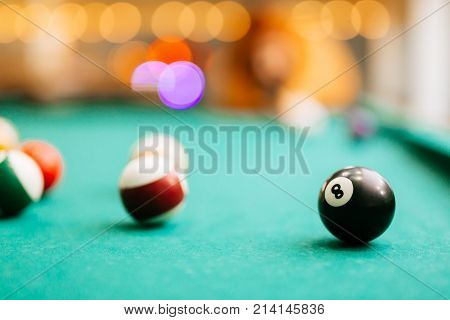 Snooker game eight ball pool billiards table