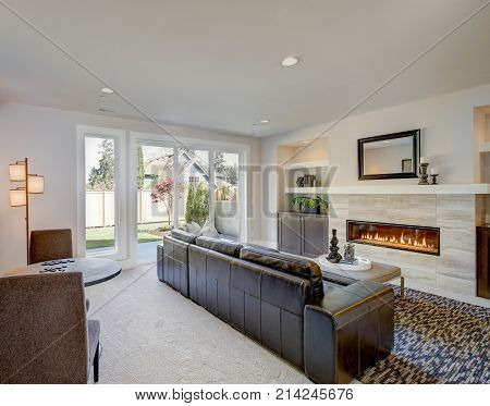 Family Room Design With Wet Bar Nook