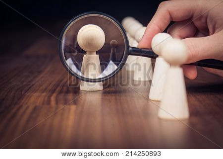 Human resources officer looking for leader which is able to leave his comfort zone and get out of the crowd.