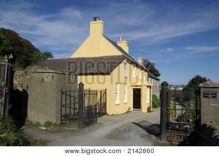 The Yellow Gatelodge