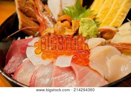 Full bowl of fresh Japanese seafood platter on rice with orange salmon roe