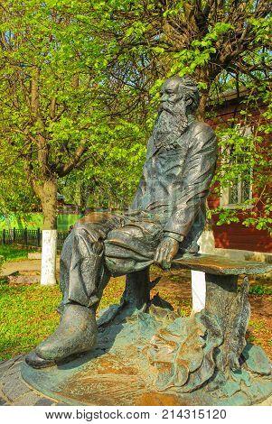 Monument to Prince Kropotkin - theorist of anarchism in the city of Dmitrov, Moscow Region. Sculptor Rukavishnikov. May 7, 2012