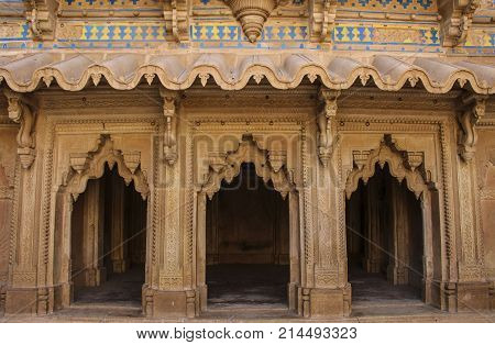 Mughal style wall ornaments Man Singh Palace. Gwalior fort in Madhya Pradesh India