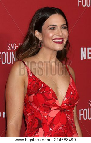 LOS ANGELES - NOV 9:  Mandy Moore at the Patron of the Artists Awards 2017 at Wallis Annenberg Centeron November 9, 2017 in Beverly Hills, CA