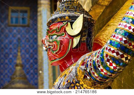 Closeup Giant Statues, The giant monkey, and help bear the pagoda. Another view is that the foreigners came shooting. By imitating the giant monkey.